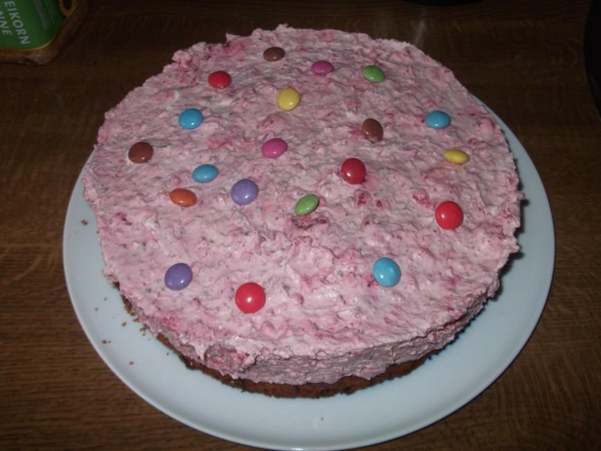 Smarties-Frischkaese-Torte