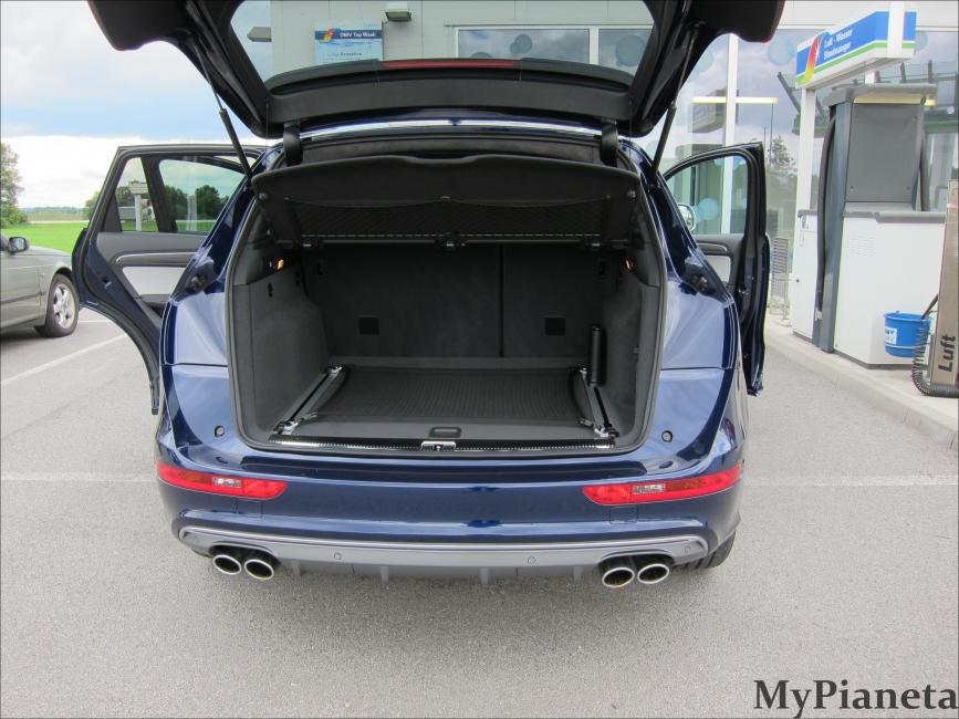 Sehr geräumiger Kofferraum des neuen Q5's
