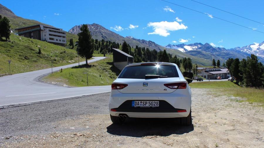 Landstraße durch die Alpen