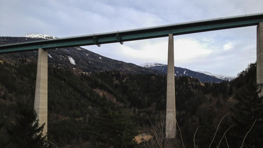 Blick auf Europabrücke von Brennerlandstraße