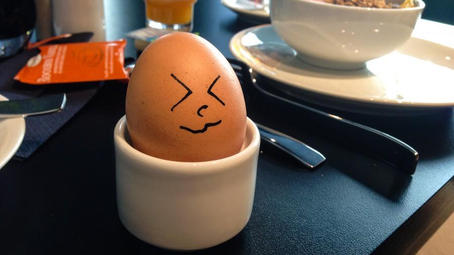 gekochtes Ei mit Gesicht