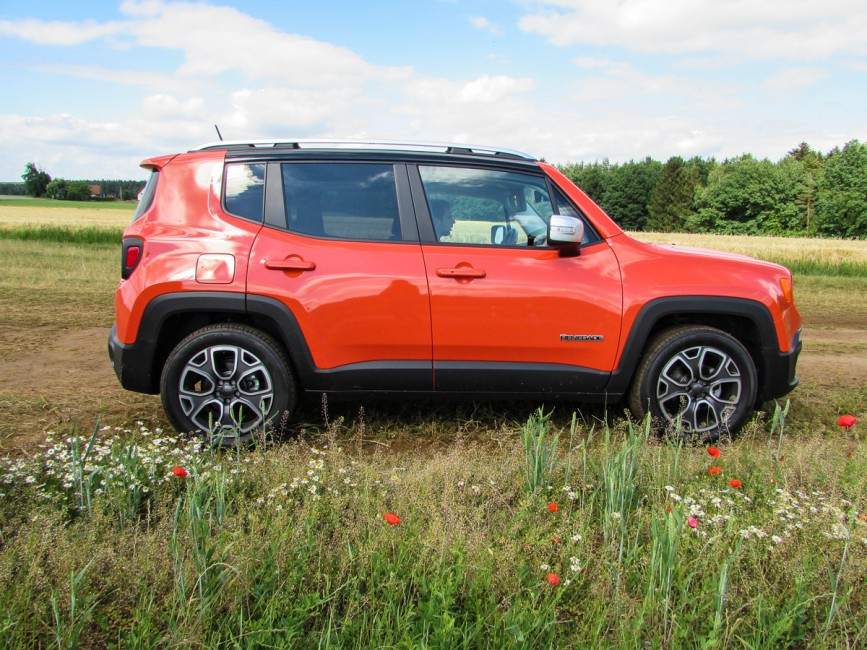 witzig anzusehen jeep renegade in omaha orange mypianeta. Black Bedroom Furniture Sets. Home Design Ideas