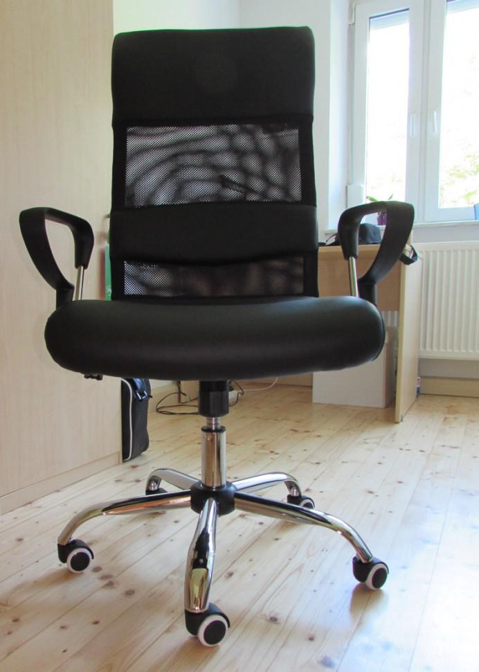 b rostuhl auf holzboden wie lassen sich kratzer. Black Bedroom Furniture Sets. Home Design Ideas